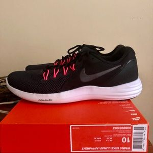 Nike Sneakers NWT